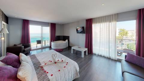 08154-Suite-Hotel-Surf-Mar-Bedroom.jpg