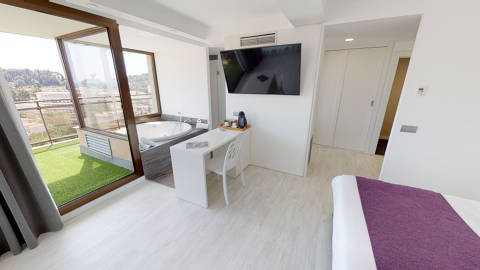 b76d4-Superior-Suite-with-sea-view-Hotel-Samba.jpg